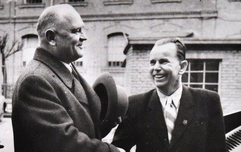 Antonín Kalina (vpravo) s bývalým buchenwaldským spoluvězněm JUDr. Aloisem Neumanem.