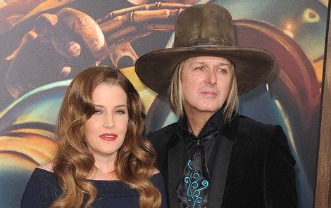 Lisa Marie Presley a manžel Michael Lockwood.