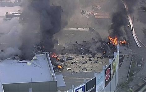 Na obchoďák v Melbourne spadlo letadlo.