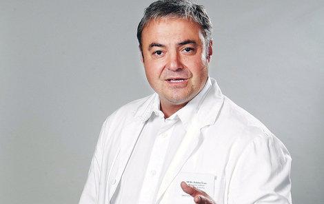 Martin Zounar jako doktor Bob Švarc.