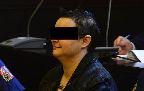 U soudu se vražedkyně i usmívala.