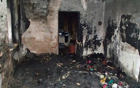 Pokoj kompletně vyhořel.