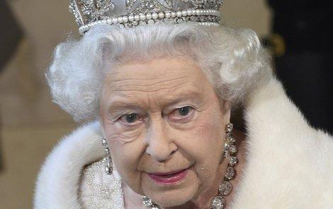 Alžběta II. se těší pevnému zdraví, ale počítat se musí se vším.