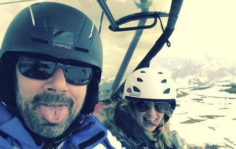 Eman a Lucka, holoubci na lyžích v Itálii. Konečně se to provalilo.