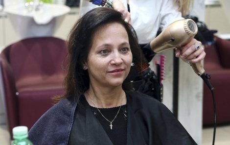 Herečka i bez make-upu vypadá k světu.