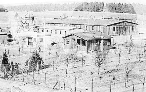 Lágr v Hradištku vypadal zdálky jako ubikace pro stavební dělníky, ale uvnitř panoval přísný a krutý režim.