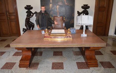 Hitlerův stůl není celoročně k vidění. Bude ale brzy součástí chystané výstavy.