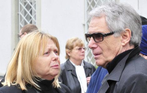 Laufer i jeho manželka jsou v nemocnici, každý ale s jiným zdravotním problémem.