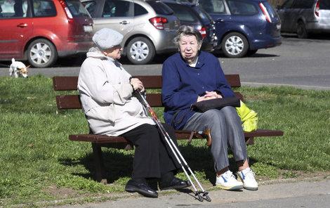 I přes těžkosti s financemi nejsou prý čeští důchodci se svým životem nespokojeni.