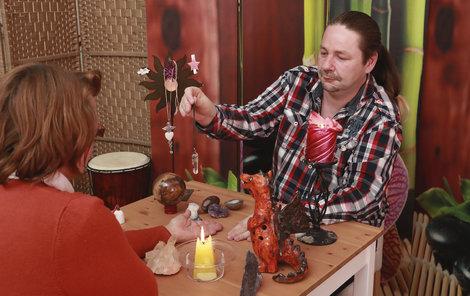 Petra Balíčka můžete kontaktovat na www.viamagica.eu, kde jej najdete pod jménem Brad.