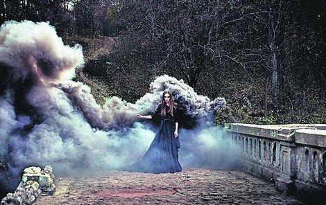 Každá žena má v sobě mystiku a tajemství. Tak proč si na »čarodějnice« nezahrát na čáry a kouzla?