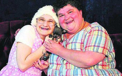 Šílená matka Dee Dee s dcerou Gypsy. Udělala za ní mrzáka. Chtěla si ji doživotně připoutat, potřebovala její závislost a nikomu už ji nikdy nechtěla dát.