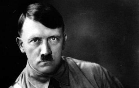 Nacistický diktátor Adolf Hitler (†56).
