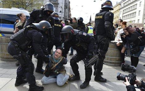 1. máj, Brno - Lásky čas? Policisté si mysleli něco jiného.