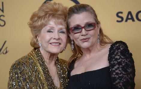 Carrie zemřela na infarkt loni 27. prosince, její máma o pouhý den později na mrtvici.