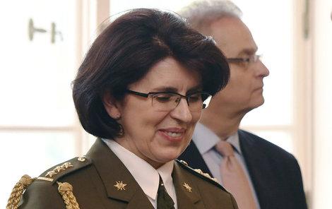 Prezident Zeman jmenoval Lenku Šmerdovou první generálkou v historii ČR.