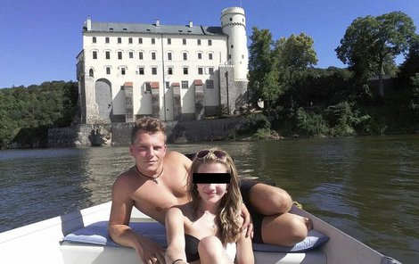 Jeden z posledních snímku Simony, s přítelem na Orlíku.