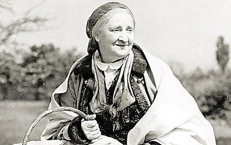 Jako legendární Babička. Titulní roli v adaptaci románu Boženy Němcové si zahrála až v důchodu.