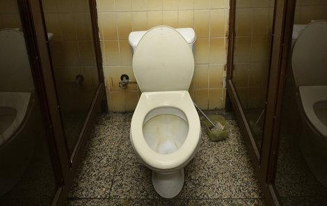 Šmíroval ženu (40) na WC!