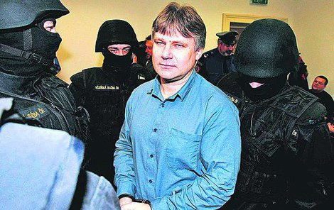 Leden 2006 - Kájínek u soudu.