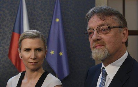 Ministryně školství Kateřina Valachová se svým očekávaným nástupcem Stanislavem Štechem
