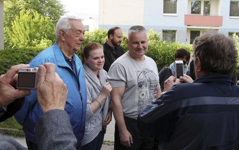 Brno, 25. května, 18:09 Jedna fotka, druhá fotka... Kajínek je teď asi nejfocenější člověk v Česku!