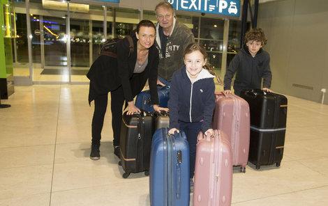 Manželé Adamcovi s dětmi Jasmínkou a Daníkem jsou pořád na cestách.