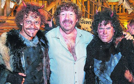 Pekelné scény se natáčely přímo v Pekle Čertovina v Hlinsku. Hlavní dvojici čertů popletů hrají Dominick Benedikt a Jakub Prachař.
