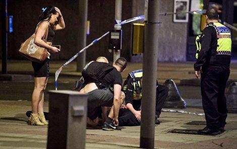 Za osm minut bylo po všem. I tak krátká doba ale stačila v sobotu večer třem teroristům k tomu, aby v Londýně zabili 7 lidí a skoro 50 jich zranili.