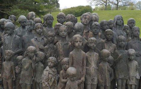 Podoby neodpovídají na přání pozůstalých skutečným dětem. Věrné je ale věkové rozvrstvení a jejich počet.