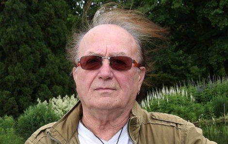 Rocková muzika si na Petrovi Jandovi (75) vybírá svou daň.