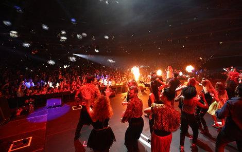 O2 aréna praskala při odpoledním i večerním koncertu ve švech.