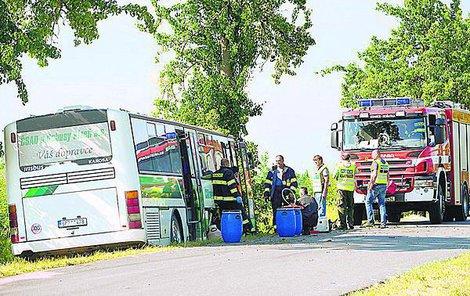 Autobus s dětmi boural