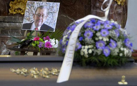 Na pohřeb překladatele a pražského primátora Jaroslava Kořána dorazili hlavně umělci