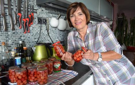 """""""Třešně odmala miluji. Toto jsou první zásoby na zimu a nejsou poslední,"""" řekla Milada Hamrlíková."""