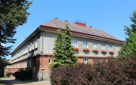 Budova školy, kde k neštěstí došlo.