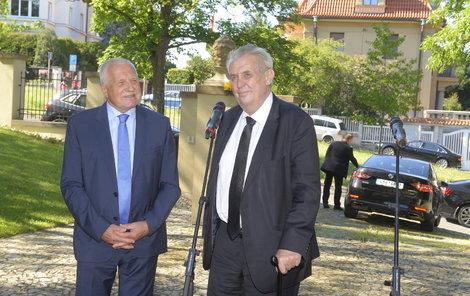 Prezident přišel Klausovi popřát k jeho 76. narozeninám.