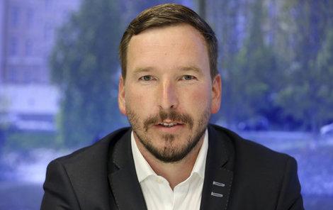 Sliby politikům už možná baští jen babičky, říká politolog Jan Kubáček.