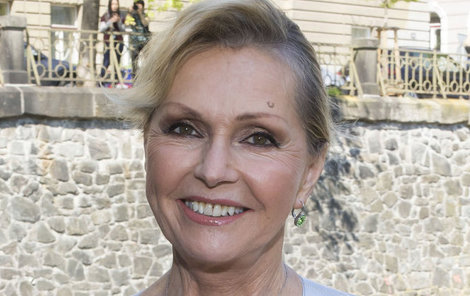 Před náročnou podzimní sezonou strávila Helena Vondráčková (70) dovolenou s kamarády na Kanárských ostrovech.