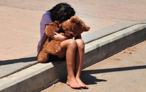 Parta mladíků znásilnila třináctiletou dívku.