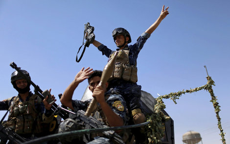 Triumf iráckých policistů v Mosulu.