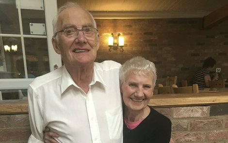 Dennis a Betty žili 16 km od sebe.