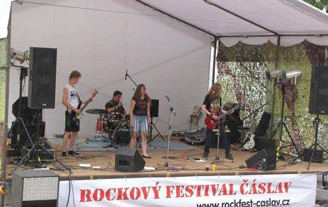 Tady se konal festival, kde vystoupilo šest rockových kapel.