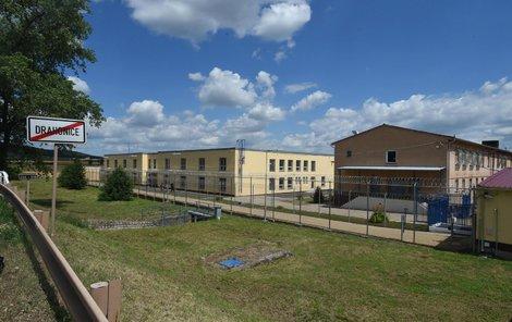 Kapacita věznice je 194 míst.