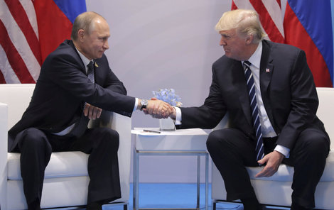 Pověstný »trumpovský« stisk ruky okusil na vlastní kůži už i ruský prezident Vladimir Putin (64).