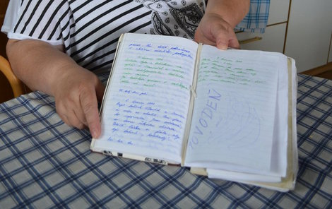 Alena Chlupová má dodnes schovaný svůj deník. Ten neopomenula dát do batohu, když utíkala z domu.