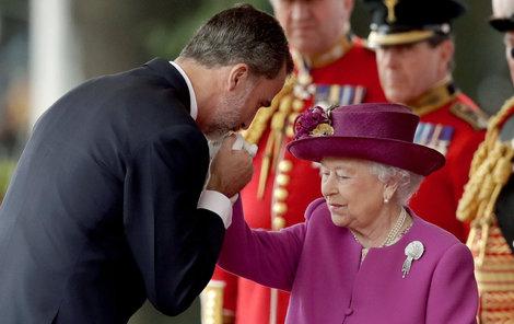 Španělský král navštívil Alžbětu II.  Poprvé po 31 letech!