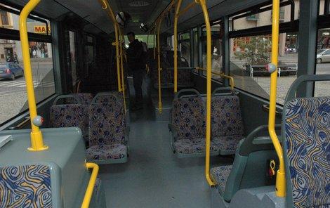 Ženy upadly v třebíčském autobusu.