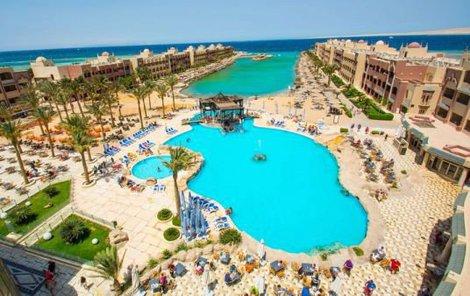 Hotelová pláž je veřejnosti nepřístupná. Jenže jen po souši.