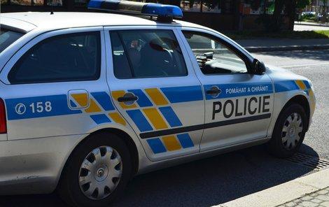 Policie zatarasila přístup k domu, kde se stalo neštěstí.